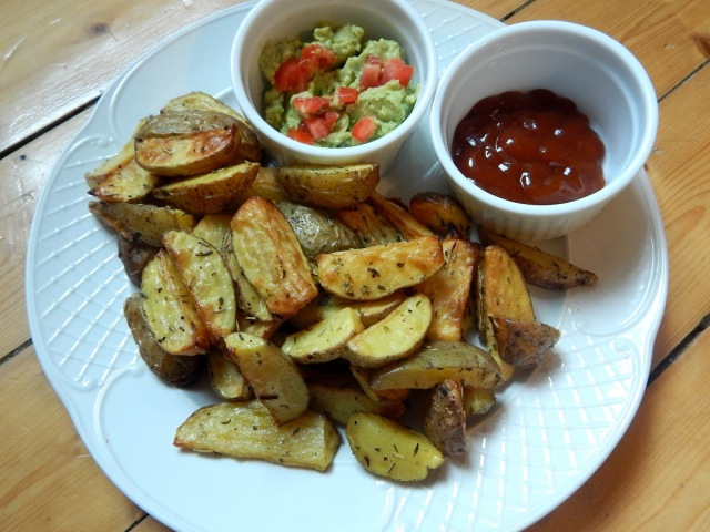Knusprige Kartoffelwedges mit Avocadodip