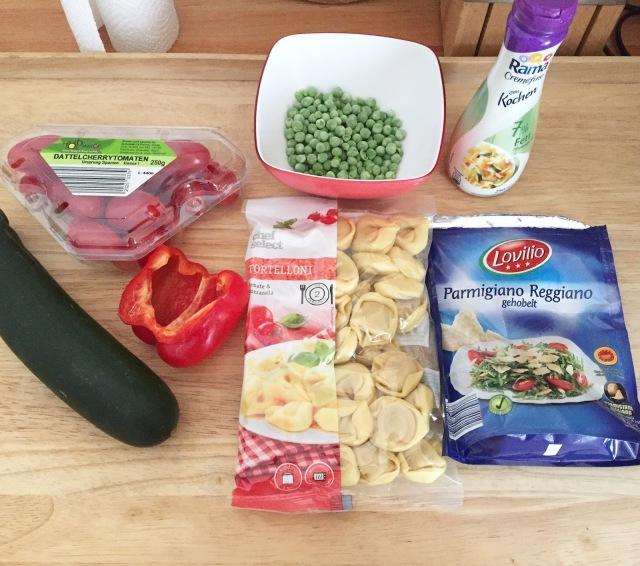 Zutaten für eine Tortellini-Gemüse-Pfanne